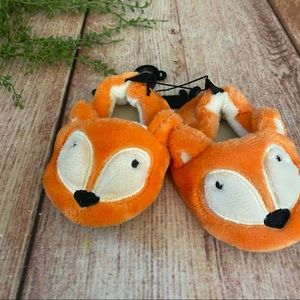 New with tags fuzzy orange Fox slippers 3